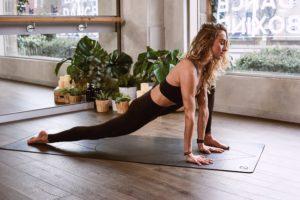 acro yoga active balance 1882005 300x200 - Mit Yoga zur Sommerfigur